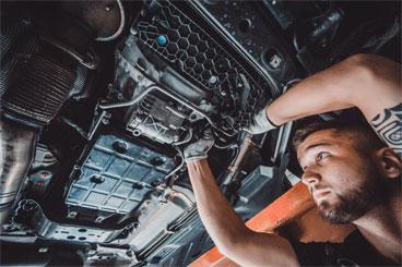 Poskytujeme kompletný autoservis na všetky značky vozidiel, robíme autodiagnostiku, geometriu, odťah vozidiel, pneuservis, generálne opravy motorov, dekarbonizáciu motorov a prevodoviek, plnenie klimatizácii, výmenu čelných skiel, olejov a filtrov. Autoservis poskytuje prvotriedne služby pre všetky značky vozidiel. Sme Vám k dispozícii všetky dni v týždni za bezkonkurenčne najnižšie ceny!